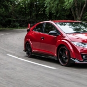 Honda Civic Type R нового поколения замечен на трассе Нюрбургринга