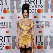 Дуа Липа, Элтон Джон, Тейлор Свифт, Билли Портер и другие на премии BRIT Awards 2021