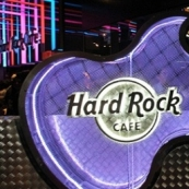 На Hard Rock Cafe подали в суд за использование связанного с The Beatles названия